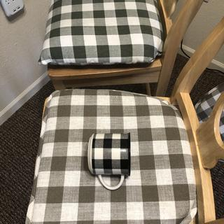 B&W throw pillow and mug compared to this chair pad