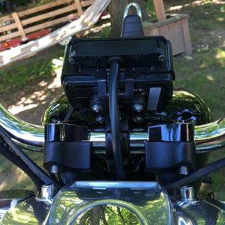 Tech Mount handlebar clamp modified with a custom low profile bracket.