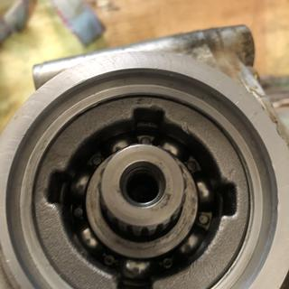 Rear diff with the old seal removed.