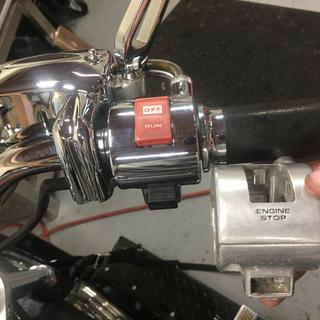 Show Chrome 51-333 switch housing vs. stock. NOTE: Kuryakyn Master Cylinder Cover (9187) also used.