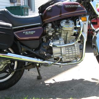 The 2 into 1 exhaust system installed on my bike.