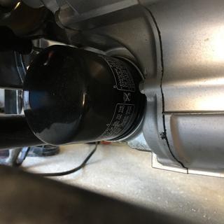 Filtering oil.