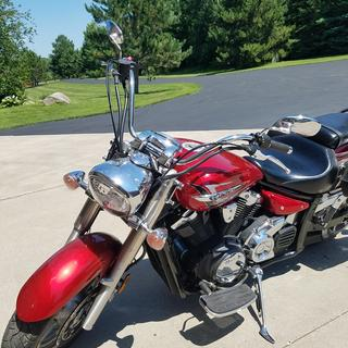 Easy and fast tool-free windshield install and removal after mounts have been installed