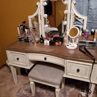 Nice sized vanity
