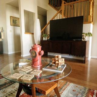 Red colors blend well with natural hardwood floors