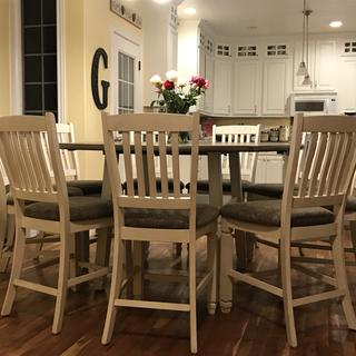Beautiful and comfortable counter height chairs!!
