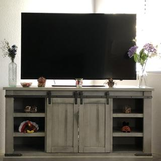 Love our new tv stand, it's beautiful and had an awesome salesman, his name was Jesus!