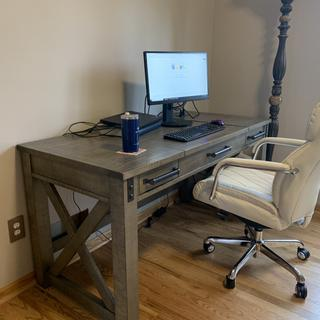 Beautiful well made desk with ample space