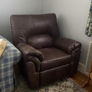 Very comfortable recliner!