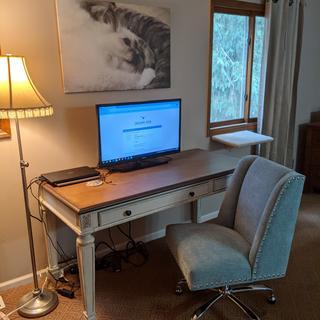Realyn desk