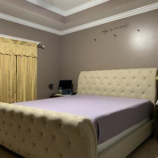 Willenburg King Bed