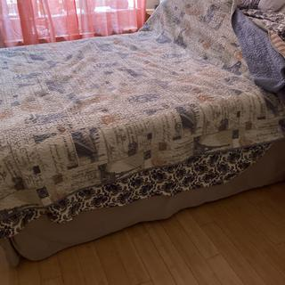 4.This how the bed looks. It's really firm, no sinking in.