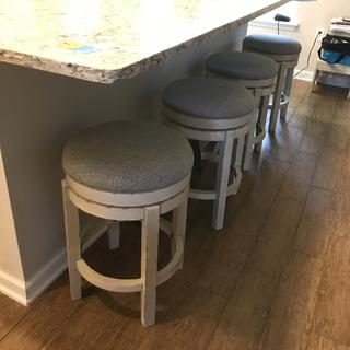 Realyn Counter height barstools