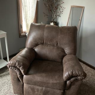 Really liking this recliner for the price. Once it gets broken in i think it will be very comfy
