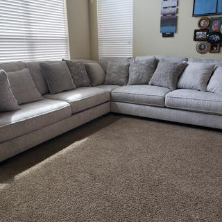 Huge, soft, beautiful! Comes w/lots of pillows that are all nice,  soft, and great quality.