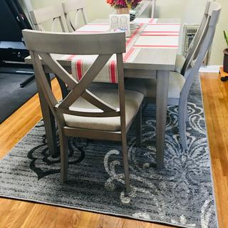 Fits with any placemats and the rug is perfectly matched.