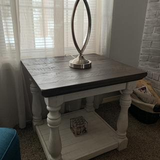 Great table. Love the grey and white.