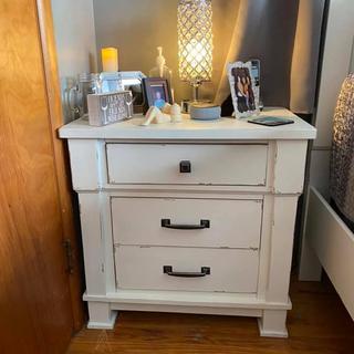 Jennily nightstand.