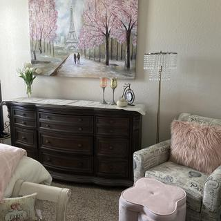 Beautiful dresser with lots of drawers.