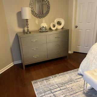 Beautiful dresser. The online listing doesn't show the detail.