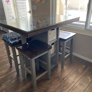 Perfect kitchen dinette table for our small family.