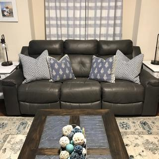 Beautiful color, goes amazingly with my decor!