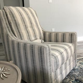 Super nice, comfortable chair.   The colors are more beige and gray than I expected.