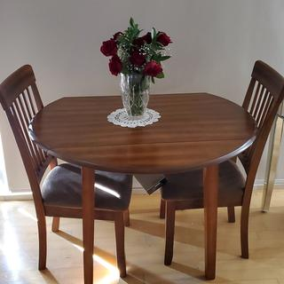 Fits perfect in small condo. Full table when newdwd.