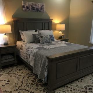 Queen Lettner bed and night stands