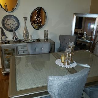 Coralayne dinning room set