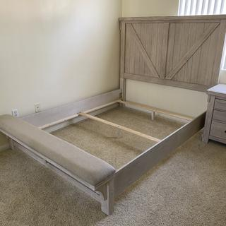 Absolutely love the headboard and tiny bench. So happy with my choice to get this bed frame!!!!!!
