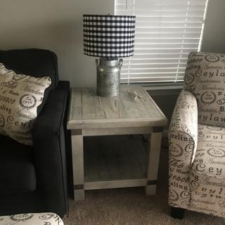 Love love love this end table...... it goes great with my farmhouse decor