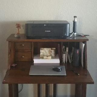 My bedroom desk.pic1
