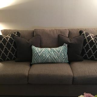 With turquoise accent pillow.