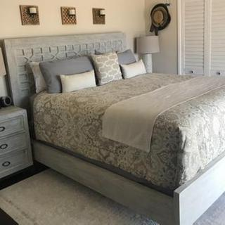 Cal King Hallway Panel Bed with 2 Nightstands