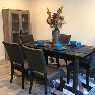 The dining table set that came with rug six chairs and dishware