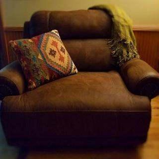 Single pillow shown on my Austere Oversized Power Recliner