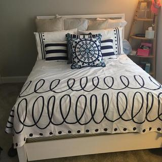 With new bedding adorable country cottage feel