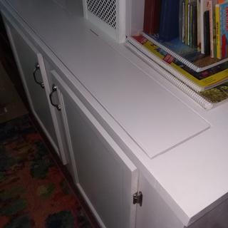 Top of cabinet, closed, showing minimized opening.
