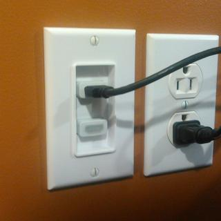 Nice looking wall plate, switched to white screws.