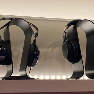 Hifiman HE400i (left) and Sennheiser PXC550 (right)