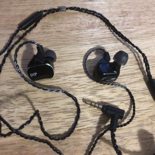 Closer Ear Pieces On