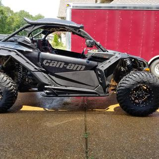 """Maverick X3 XDS 32"""" Terrabite with 5X2 offset ITP Cyclone wheels"""