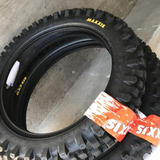 Set new Maxxis tires