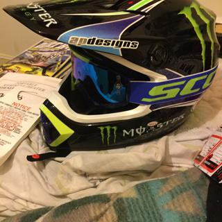 Perfect color goggles for pro circuit monster energy bell helmet . Goes on helmet easily & comfort