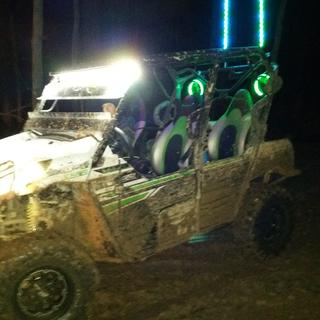 """2017 Kaw Teryx T4 LE on 30"""" Carnivore in Coxville Bottom going through the Peanut Butter Hole."""