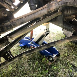 Front steering rod installed.