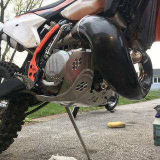 Looks sweet with my enduro engineering pipe guard.