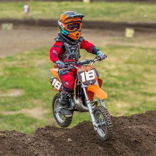Damien Elward with 100 percent goggles! 50 rider!