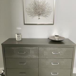 Great looking dresser .